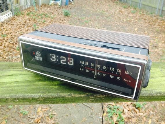 1970s ge flip number alarm clock radio by bertnbettysvintage. Black Bedroom Furniture Sets. Home Design Ideas