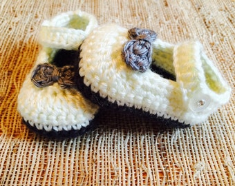 Crocheted baby shoes, maryjanes, baby booties, baby gift