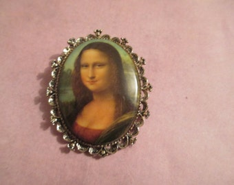 Mona Lisa Brooch