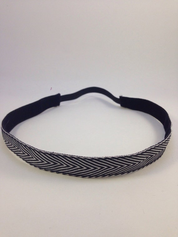 Black and white patterned non-slip headband for everyday and active wear