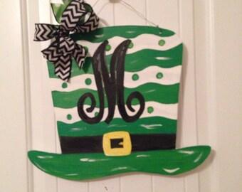St Patricks Day Door Hanger,  St Patricks Wreath, St Patricks Door Decor, Irish Decor, Leorechaun Hat Door Hanger, Irish Art, Monogrammed Ha