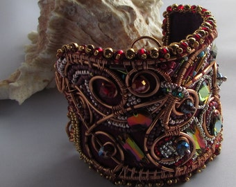 Inspiring Jewelled Cuff – Mogul Nights
