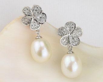 Flower earrings,pearl earrings bridesmaid,drop pearl earings,wedding earrings with pearls,pearl bridal earring,ivory pearl drop earrings