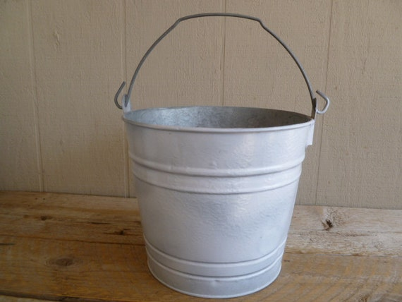 Painted galvanized metal bucket pail can white rustic for Rustic galvanized buckets