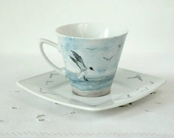 Hand-painted cup with see, beach, seagulls