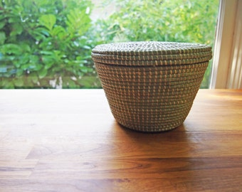 African Lidded Round Sweetgrass Basket- Natural