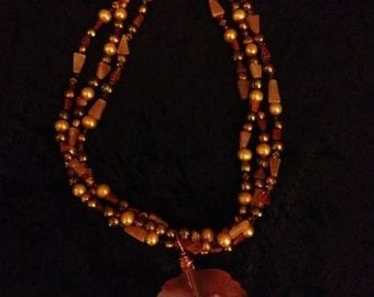 AUTUMN: Lovely Gems Paired Together in This Breathtaking Necklace