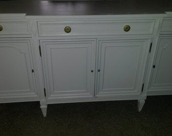 EXAMPLE White Vintage sideboard Buffet Dresser Media Console Changing Table Simply Elegant Mid Century Modern
