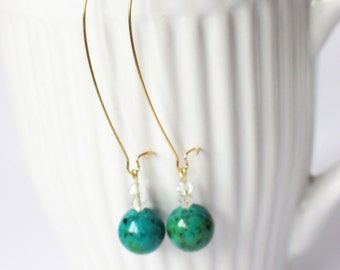 Long kryskolla earrings. Stone earrings. Dangle earrings.Green earrings.