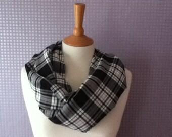 Vintage black & white tartan/plaid/check scarf and snood