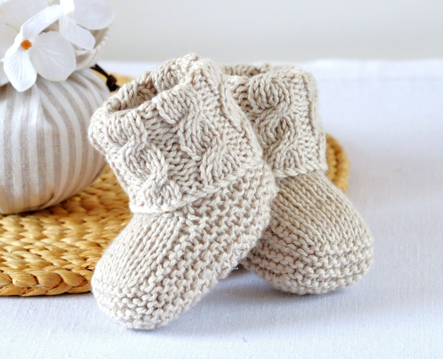 Baby booties knitting pattern cable aran baby shoes quick and zoom bankloansurffo Choice Image