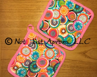 "Colour Burst Pot Holder Set, 8"" x 8"", Set of 2 Quilted and Insulated Pot Holders"