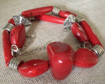 SALE 30% - Vintage Red Lucite Necklace. Silver tone. Typical 70s necklace. Lucite Necklace.