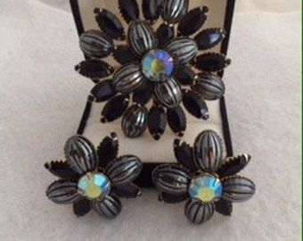Lovely Judy Lee Vintage Signed Demi Parure Set Brooch Clip Earrings Prong Set Rhinestones Black, Ab Central & Smoky Ribbed  Colors