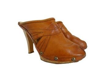 Vtg 70s hippie tan leather CLOGS  // italian leather MULES // size eu 40 -us9-uk6.5