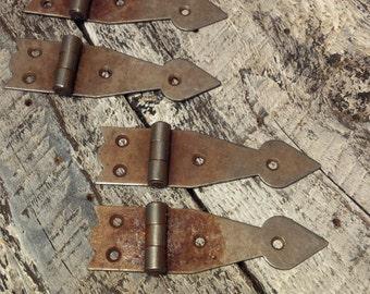Arrow head Hinge - Rusted