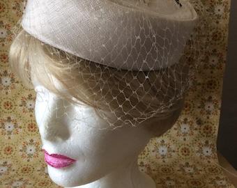 Vintage 50s Bridal Fascinator Pillbox Hat with Blusher Veil