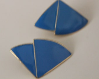 Vintage earrings. Blue with gold tone