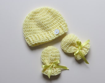 Handmade Crochet Lemon Yellow Newborn Hat & Mitten Set with rib detail and complementing button, Made to Order, Can be done in any colour!