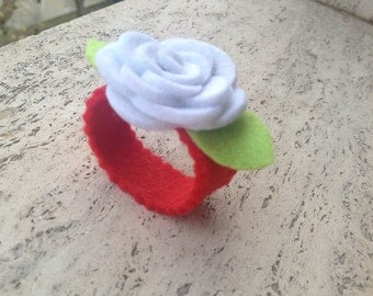 Rose napkin ring made of felt