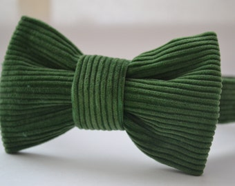 Velvet bow tie, green colour, comes in two sizes, baby bow tie, boys bow tie, velcro fastening, handmade,wedding, birthday, special occasion