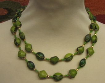 1960s resin wood-effect green etched oval & faceted bead double strand necklace