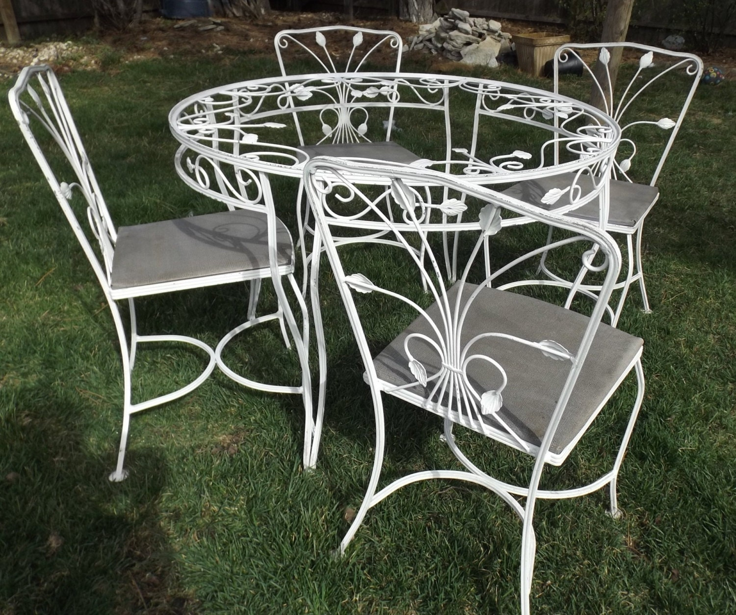 Vintage wrought iron white garden patio table 4 chairs ivy Vintage metal garden furniture