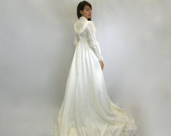 Wedding Dress 70s Edwardian White Silk Lace Wedding Gown with Long Train, Extra Small