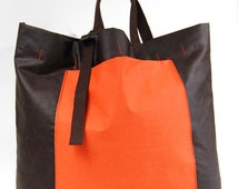 Day bag in brown wax canvas, unisex, bag with large front pocket and adjustable handles