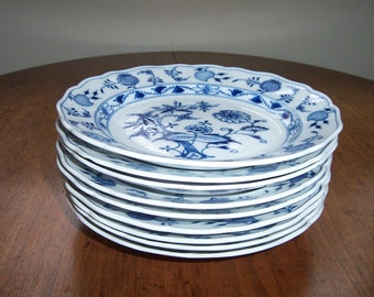 """Antique Meissen Blue China Onion Crossed Sword 1st quality Dinner Plate 9 11/16""""  dot period 1825 - 1924"""