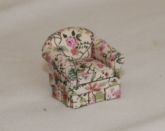 Miniature dollhouse 1:24 half scale lounge chair