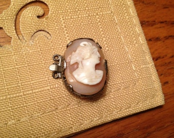 Cameo Pearl Clasp