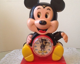 Vintage 1970's Collectible Illco Walt Disney Mickey Mouse Clock Made in Taiwan