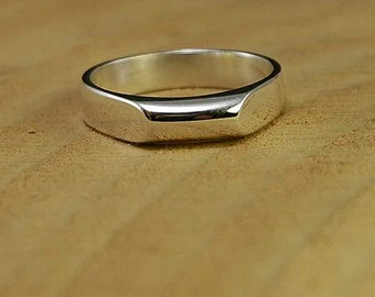 925 Sterling silver broad flat edged ring