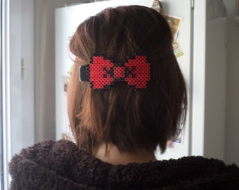 bow shaped hairclip made of hama beads