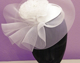 Hat with tulle flower or pois