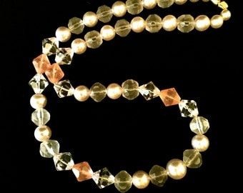 Peach,Pearl and Clear Bead Necklace: Vintage 80's                                                          VG1383
