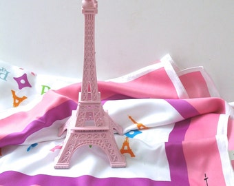 Pretty Pink Eiffel Tower Replica Centerpiece