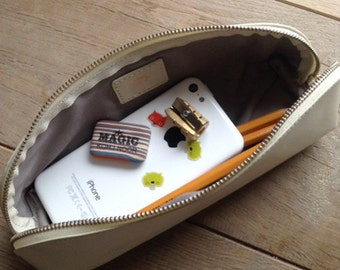 Pencil case made of recycled leather