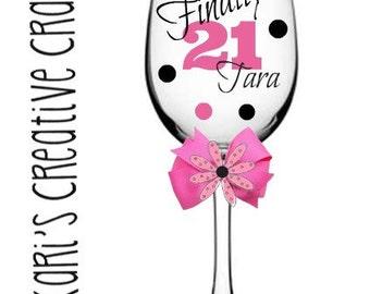Finally 21, Birthday Glass, birthday party, Birthday Wine Glass, 21st. Birthday, Birthday gift, 21, Personalized wine glass, Finally legal