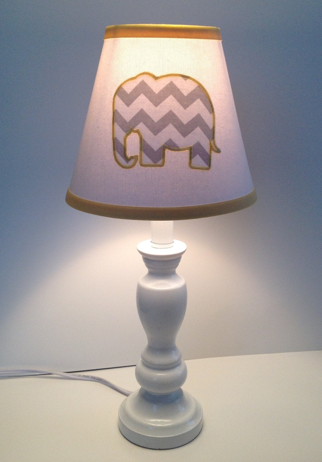 applique elephant nursery lamp shade white background gray. Black Bedroom Furniture Sets. Home Design Ideas