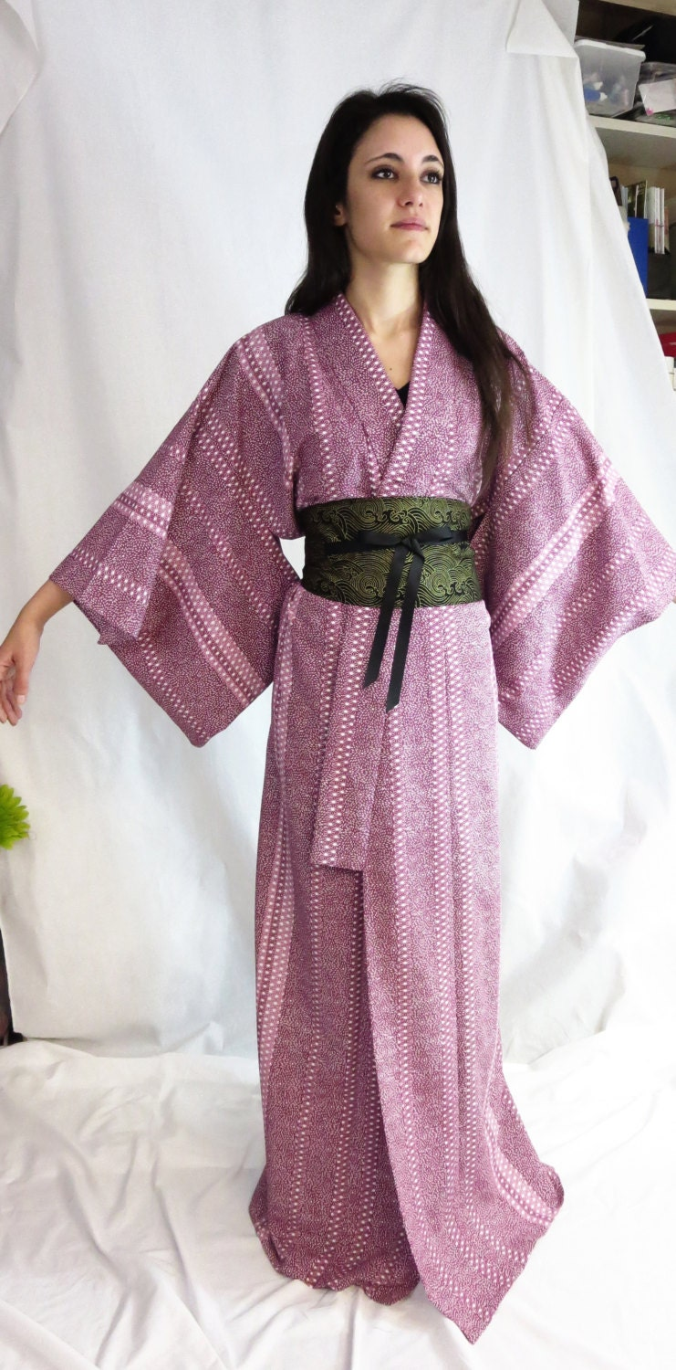 To let our customers know how to dress kimono formally, we made this DVD,