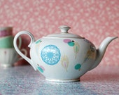 Large dots and shapes teapot
