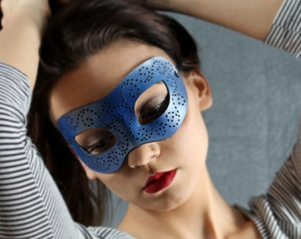 Masquerade mask in blue and silver