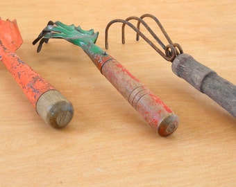 Vintage Metal Garden Claws • Instant Garden Tool Collection • Rustic Garden Claws