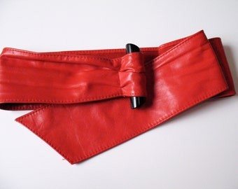 1980s AVANT GARDE red leather belt m - l