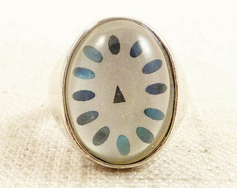 Size 8 Vintage Abstract Sterling and Lucite Clock Ring