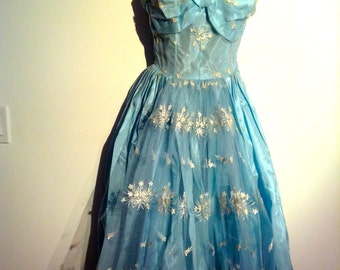 Bombshell Formal Evening Dress. Vintage 1950, Pale Turquoise blue.  Rockabilly, Bombshell, Pinup, BOHO, Mad Men  swing full skirt.