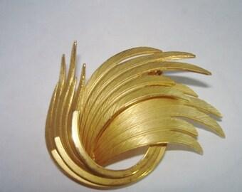 Leaf Circle  Brooch Gold Tone