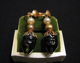 Antique Victorian Gold Tone Green Emerald Crystal Glass and White Faux Pearl Beaded Dangle Screwback Earrings